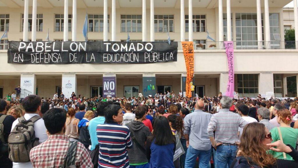 Impedimos la Asamblea Universitaria del Rector Hugo Juri