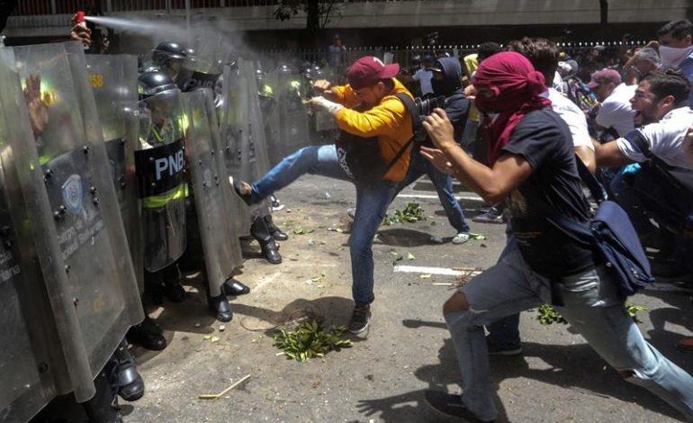 ¡Fuera este gobierno del  hambre y represión!