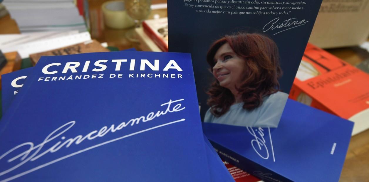 Cristina lanzó su libro