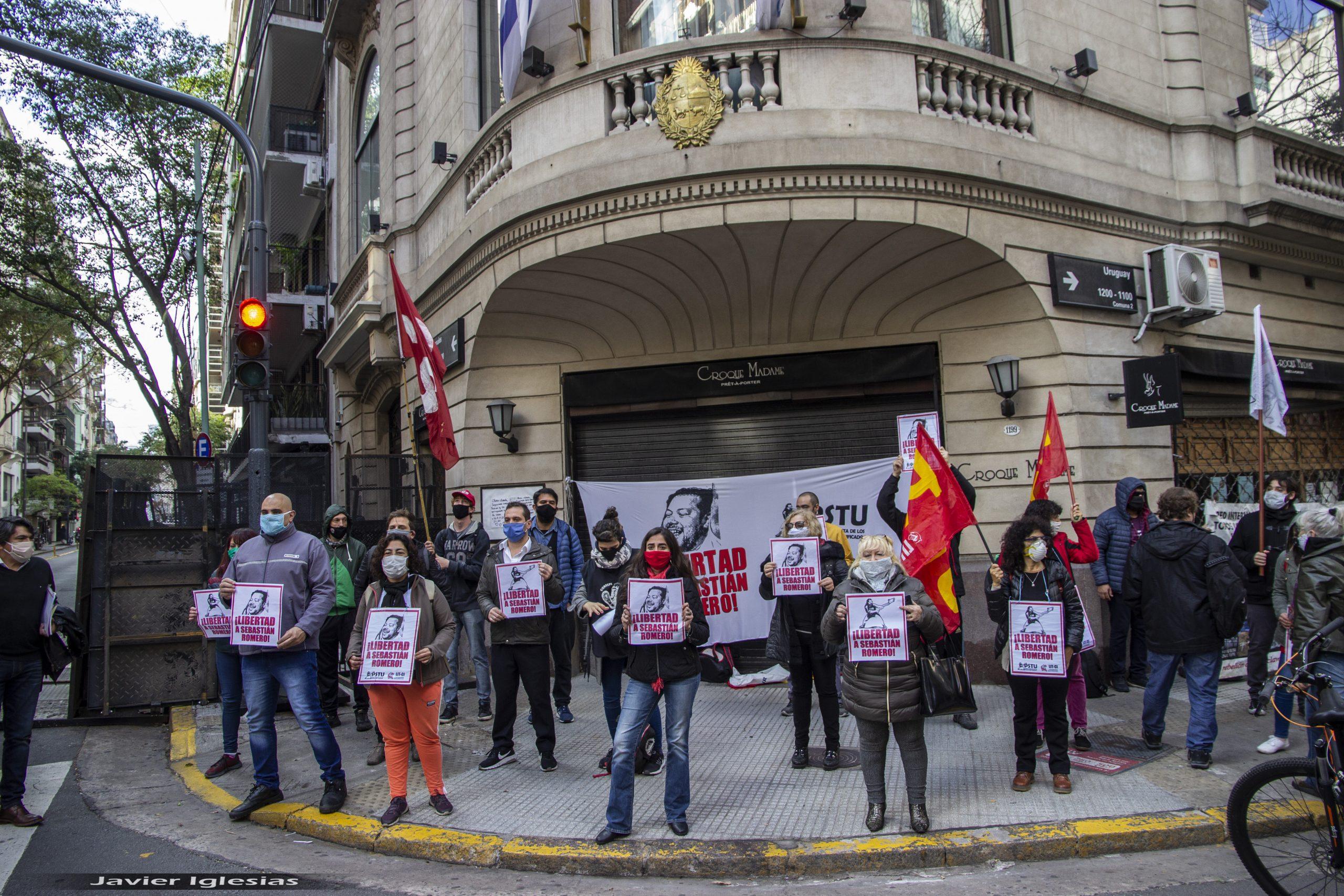 ADHESIONES AL PEDIDO DE LIBERTAD DE SEBASTIÁN ROMERO PRESENTADAS EN LA EMBAJADA DE URUGUAY